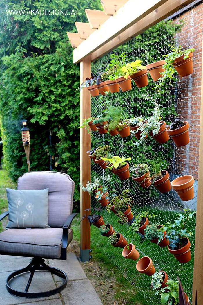 20 diy vertical garden inspirations thethings for Things used for gardening