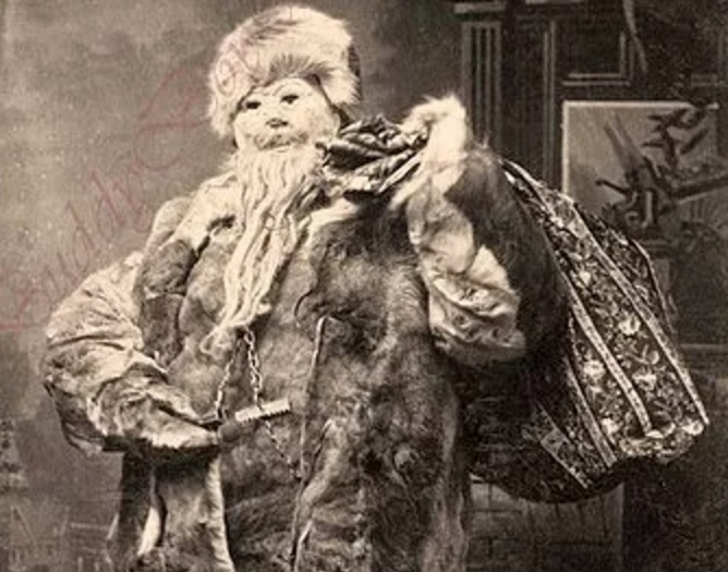 15 Creepy Christmas Photos That Will Make You Want To Hide ...
